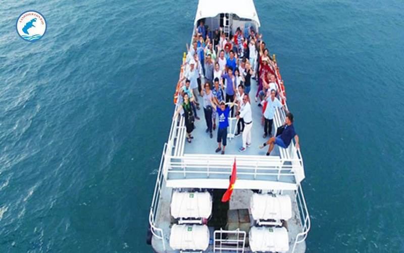 Tàu cao tốc cùng du khách tour Ghép lẻ Côn Đảo - Tham quan du lịch cùng Landtour Côn Đảo