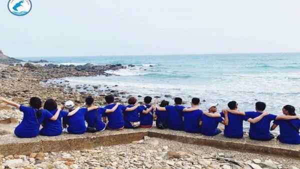 Khách du lịch Côn Đảo tại bãi biển Đầm Trầu - Landtour Côn Đảo